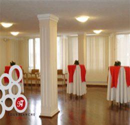 Este salón tiene capacidad para 60 personas, es elegante y funcional, perfecto para cualquier evento ya sea de negocios o familiar.